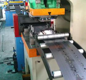 Racking Sheet Metal Roll Forming Machines Adopts Track Cutting Technology